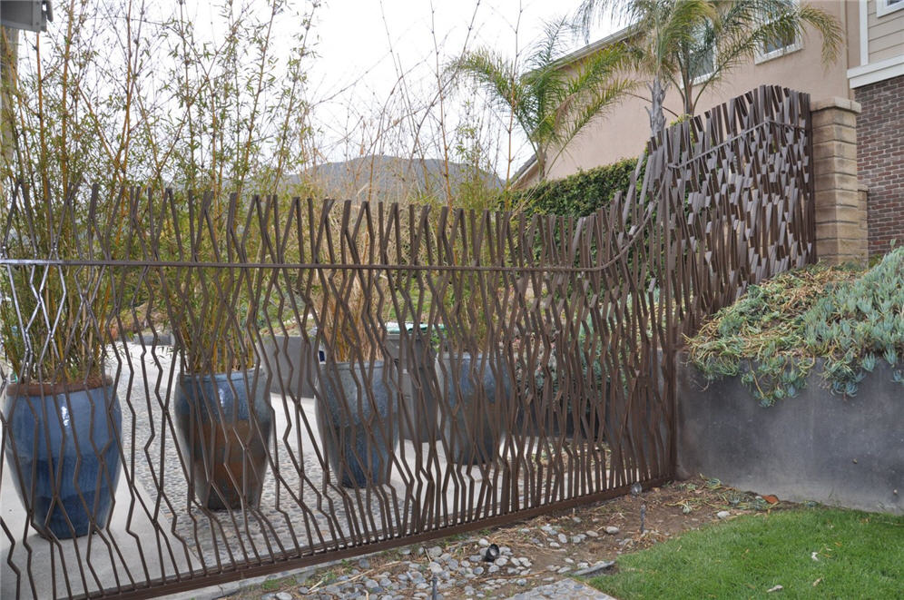 Metal art fence